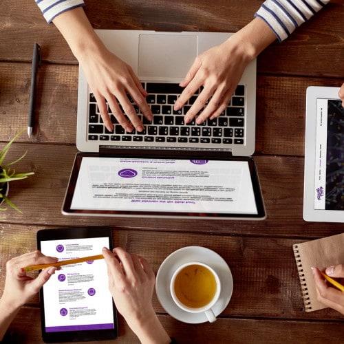 MacBook, Tablet und Kaffee