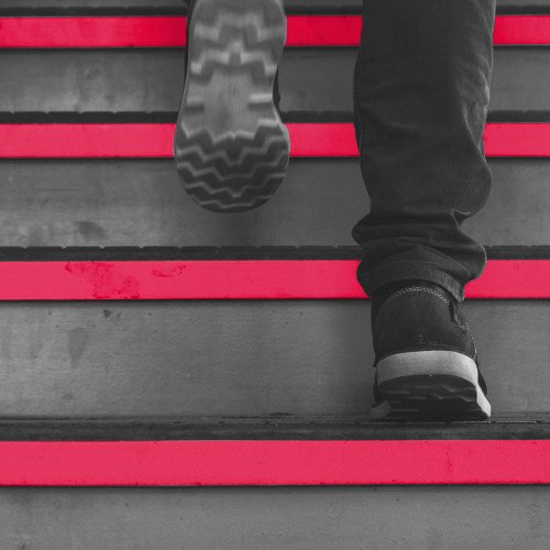 Treppe mit Roten Stufen