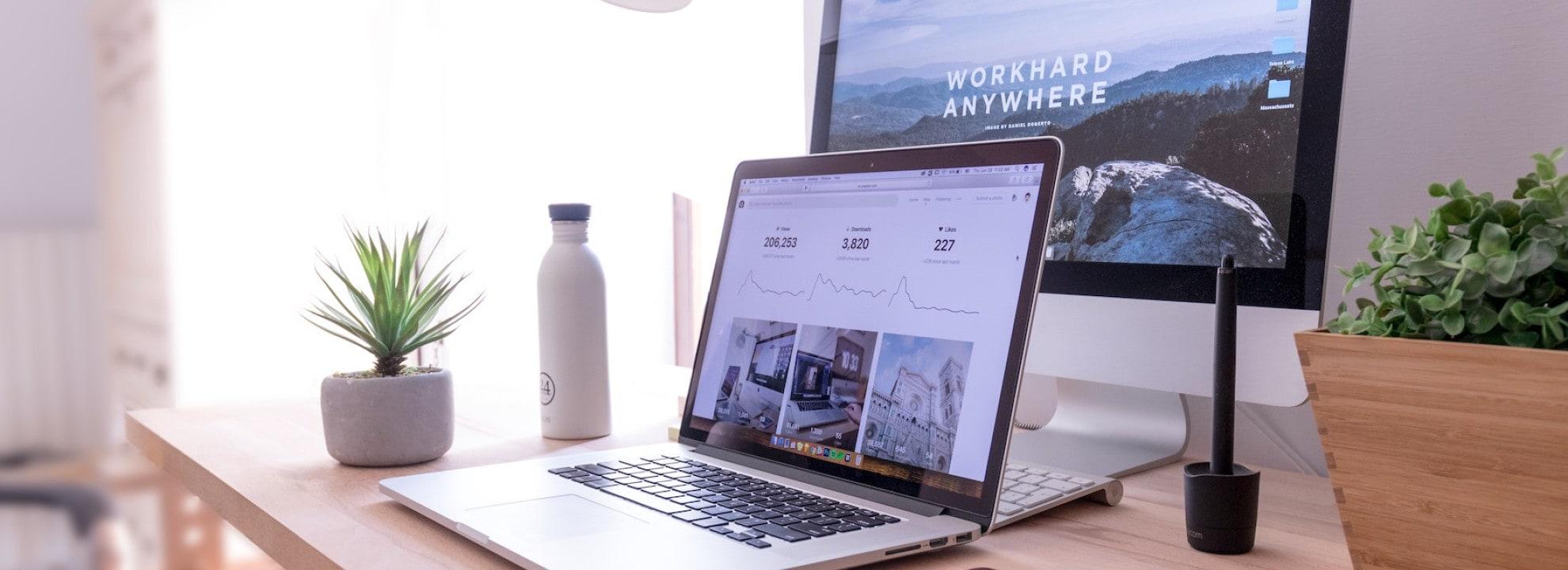 Webdesign am Desktop Bildschirm