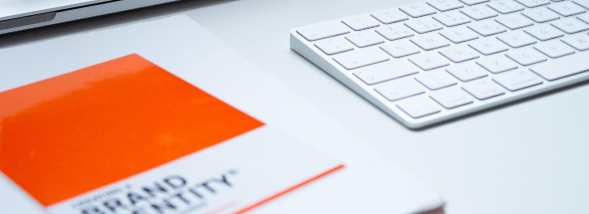 Brand Guide und Tastatur